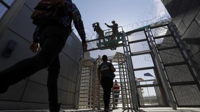 Migrants won't be met by armed U.S. soldiers
