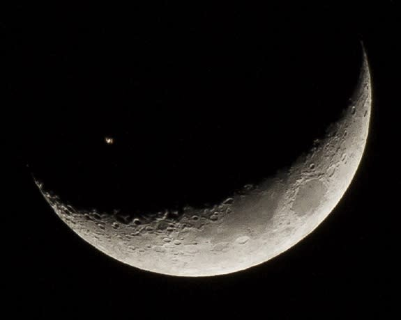 Wow! Space Station Crosses Crescent Moon in Amazing Photo