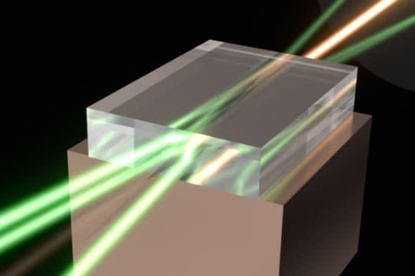 科学家用钻石将多束激光合成一束