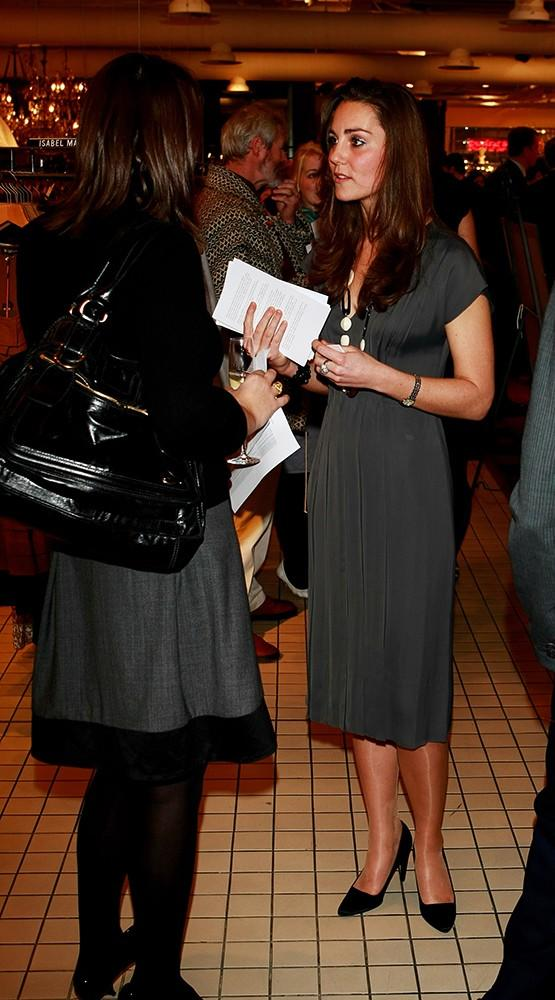 Kate attended another book launch, dressed in a simple cap-sleeved dress.