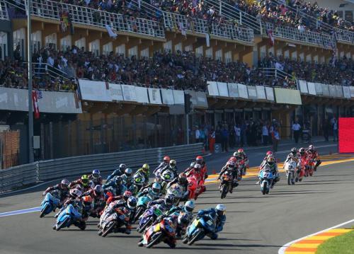 Joan Mir s'impose en Moto3