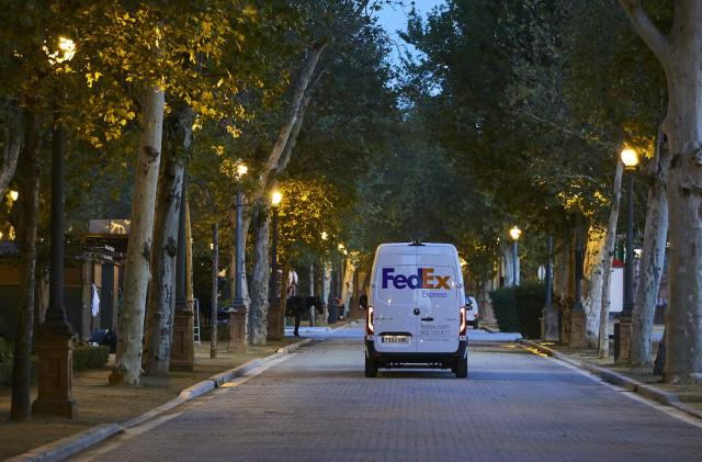 FedEx plans for an all-electric delivery fleet by 2040