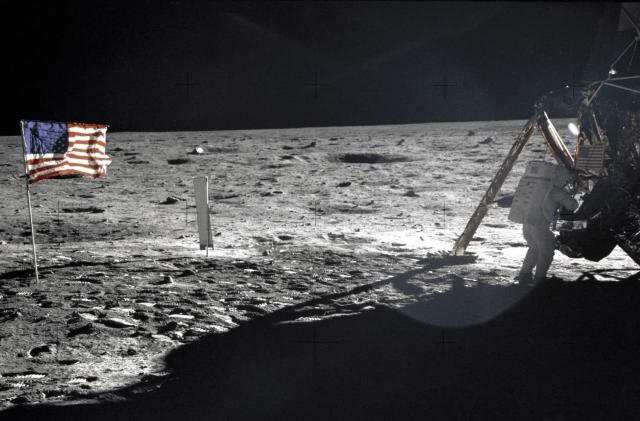 Google recreates Apollo 11's command module with AR