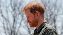 Príncipe Harry profundiza la grieta con la corona: dejó de usar los apellidos de la familia real