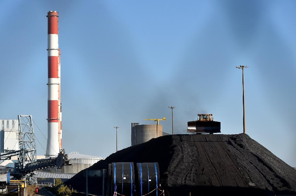 Coal-fired power plants on line or planned in Asia threaten efforts to curb emissions blamed for global warming, the IEA head says