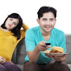 """Pregnant Vegan Upset by Husband's Suggestions She Eat Meat """"to Keep the Baby Healthy"""""""