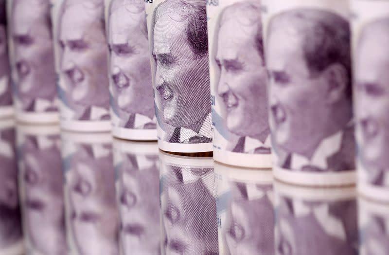 Fresh lira slide rekindles crisis fears for Turkey