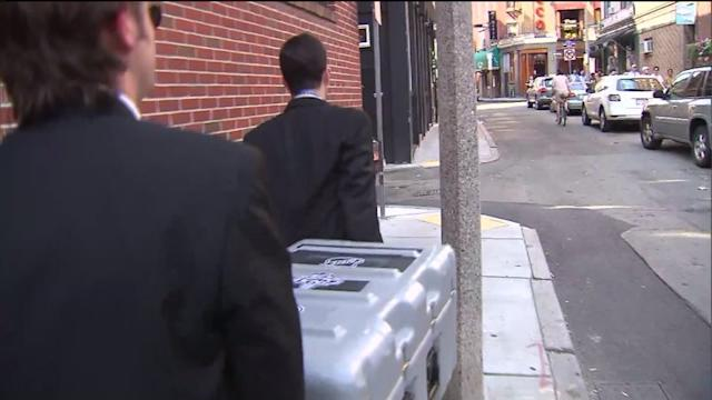 Bostonians duped into thinking case holds Stanley Cup