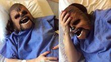 Mulher usa máscara do Chewbacca durante o trabalho de parto em vídeo hilário