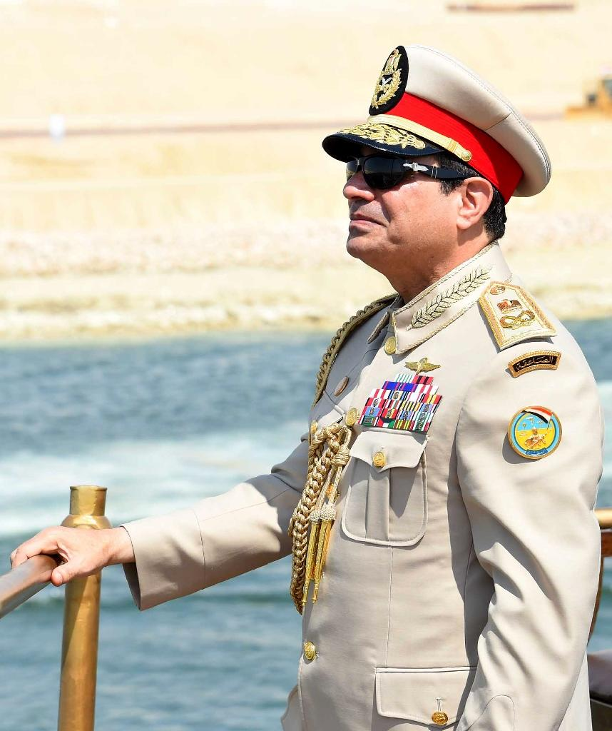 Egyptian President Abdel Fattah al-Sisi stands on a historic yacht as he leads a naval flotilla along the new Suez Canal waterway on August 6, 2015 (AFP Photo/Mohamed Abdelmoaty)