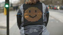 Emoji-Jacke für Radler kommuniziert mit Autofahrern