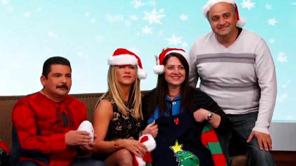 Jimmy Kimmel Christmas.Jennifer Aniston Posed For A Fan S Holiday Card On Jimmy