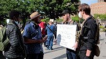 Qué es el movimiento Boogaloo y por qué sus miembros se pasean por las manifestaciones arma en mano y con camisa hawaiana