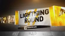Cramer's lightning round: Be careful with this strengthen...