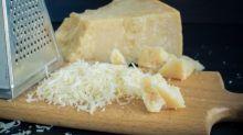 Saiba que você está ralando queijo errado esse tempo todo