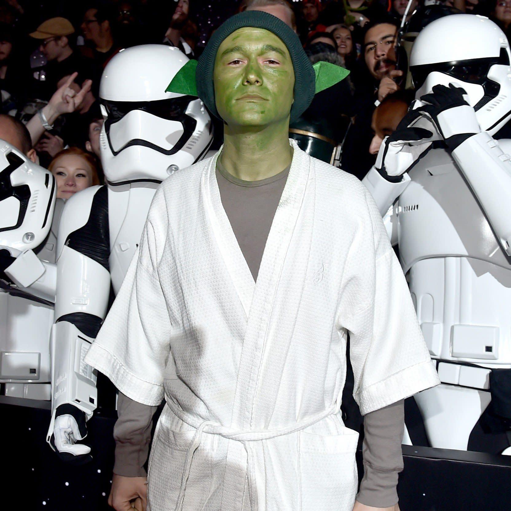 What To Know About Joseph Gordon Levitt S Tiny Last Jedi Character Slowen Lo
