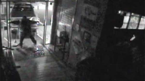 Thieves mistaken Hooters jukebox for ATM
