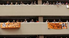 Astros fans awesomely rally to return hat dropped from parking garage