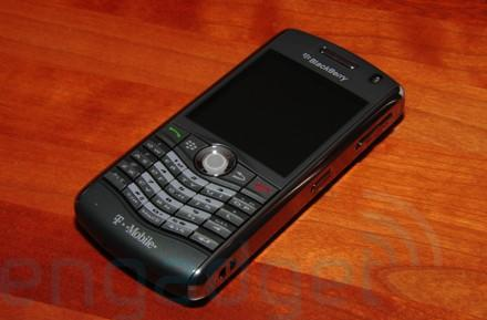 T-Mobile launches WiFi-laden BlackBerry Pearl 8120, we handle it