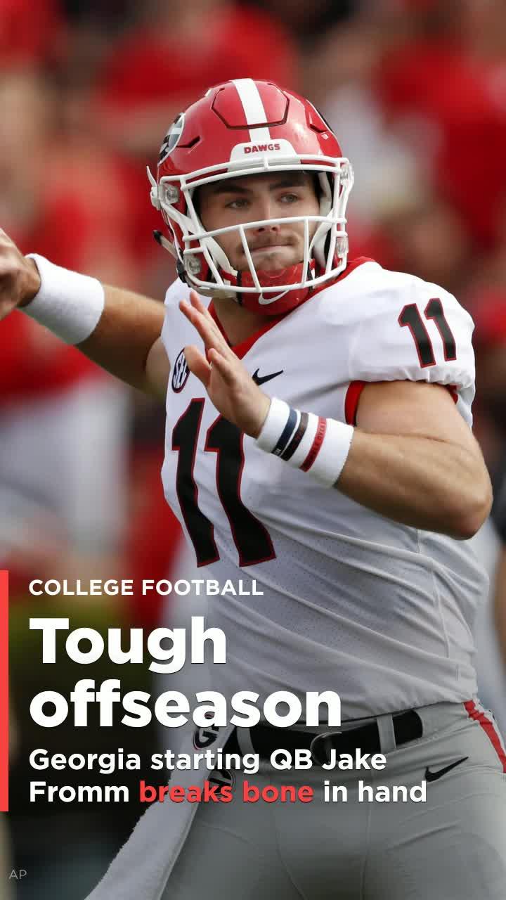 Georgia Starting Quarterback Jake Fromm Breaks Bone In Non Throwing