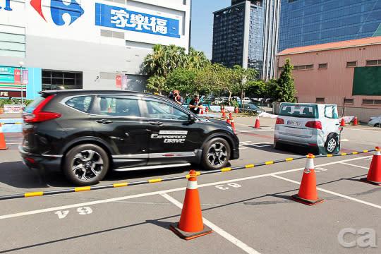 當系統偵測到靶車無法迴避,則會進入第三階段反應,車輛自動重踩煞車,安全帶也會強烈預縮,確保車內乘員能被牢牢固定。