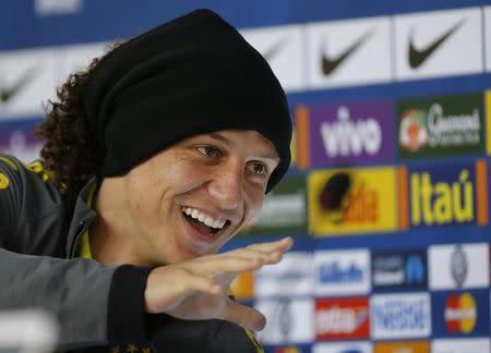 El defensor brasileño David Luiz en una rueda de prensa en Teresópolis