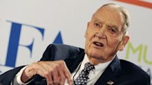John Bogle, Vanguard Founder Who Urged Low Fees, Dies at 89