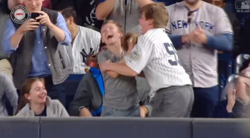 Two young Yankees fans go insane with happiness after Aaron Judge gives them a baseball. (MLB.TV)