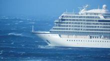 El crucero averiado en Noruega será remolcado mientras sigue la evacuación del pasaje