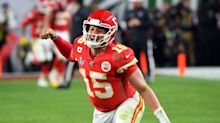 Watch: Patrick Mahomes 'defies physics' with throw to Travis Kelce