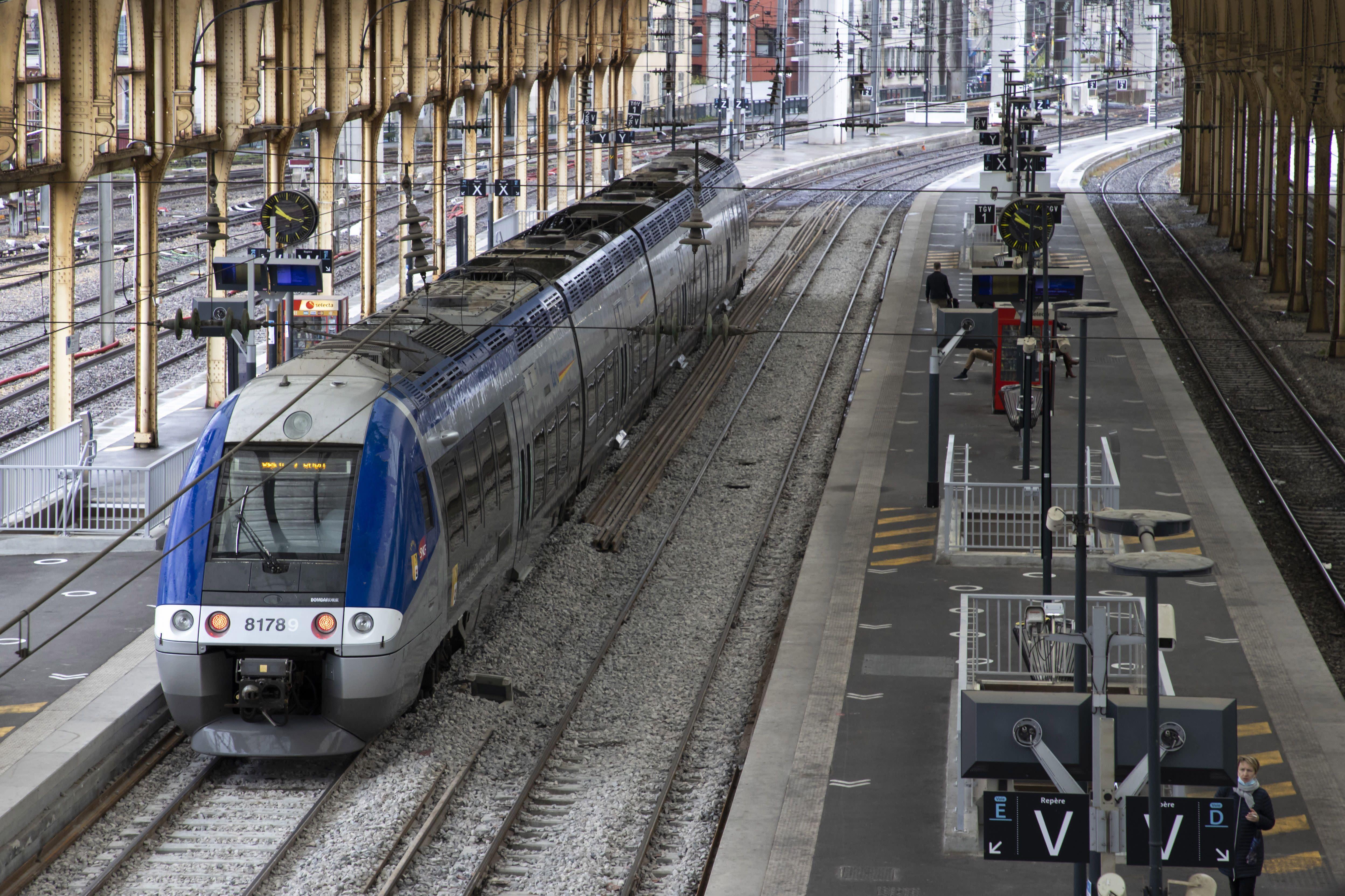 Gares SNCF: l'entreprise est dans «une impasse financière», épingle la Cour des comptes