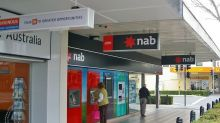 A Sliding Share Price Has Us Looking At National Australia Bank Limited's (ASX:NAB) P/E Ratio