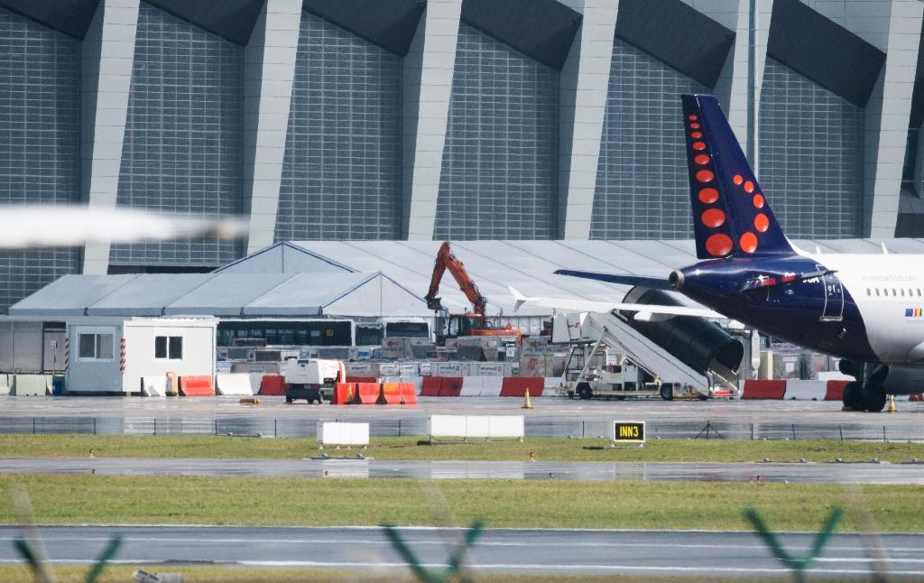 Tents are set up at Brussels Airport as authorities run a tests to see if makeshift check-in facilities are good enough to restart some flights and repair work and new security measures are adequate, on March 30, 2016 (AFP Photo/Benoit Doppagne)