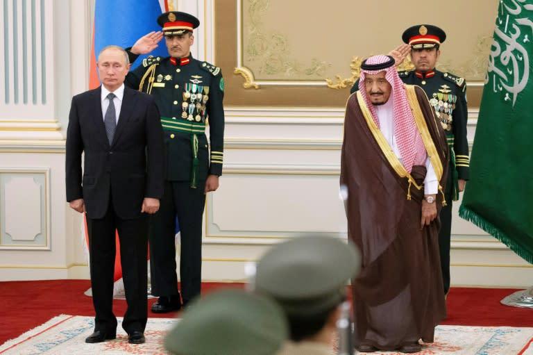 Russian President Vladimir Putin and Saudi Arabia's King Salman discussed oil and tensions with Iran (AFP Photo/Alexander Zemlianichenko)