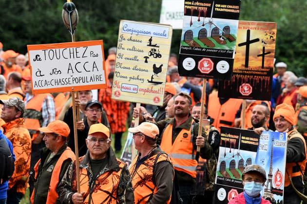 A 7 mois de la présidentielle, les chasseurs en colère défilent dans toute la France