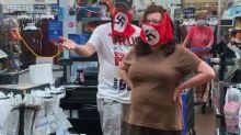 Pareja de EEUU es expulsada de Walmart por usar banderas nazi como cubrebocas