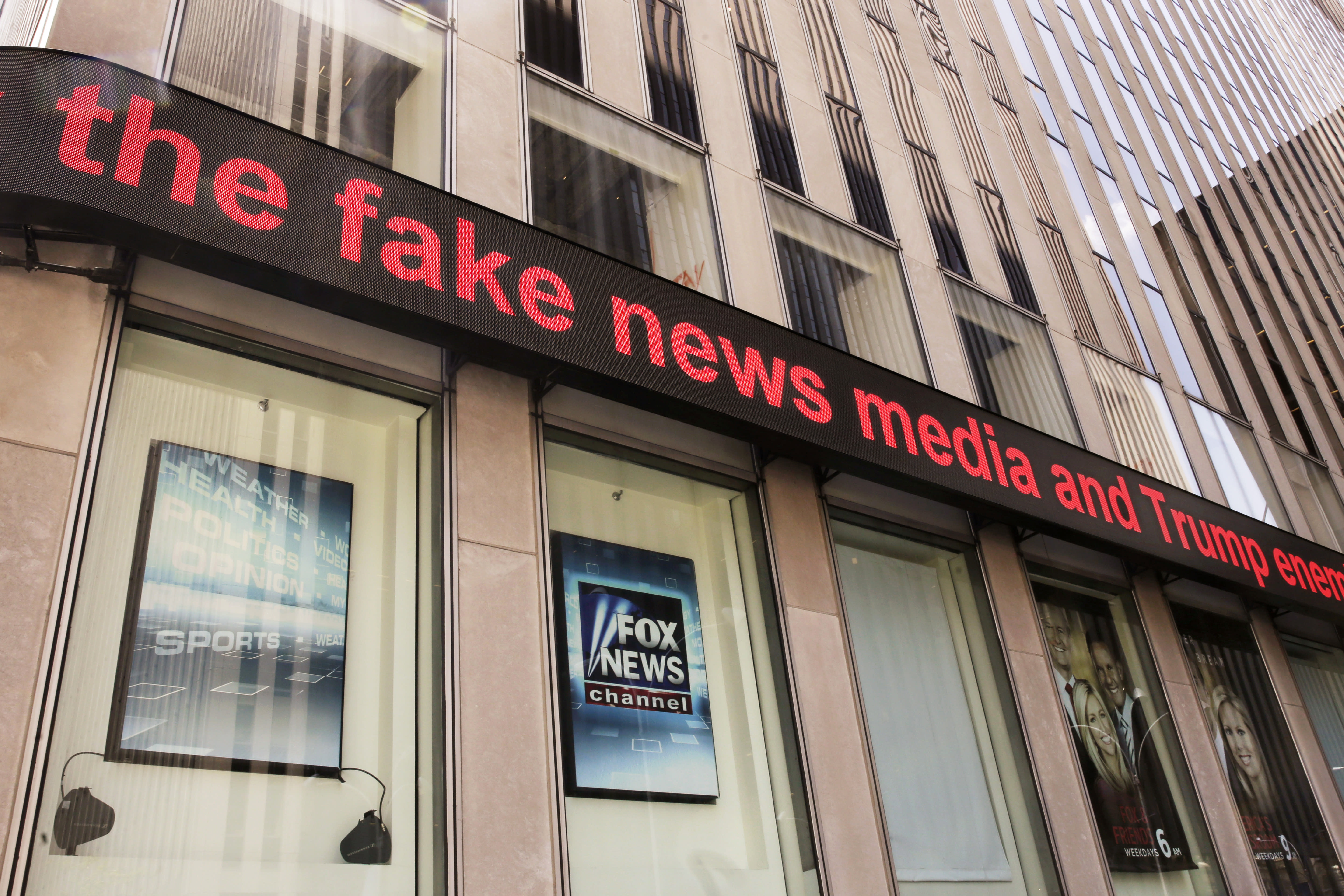 Fox paid 7-figure settlement over bogus conspiracy story