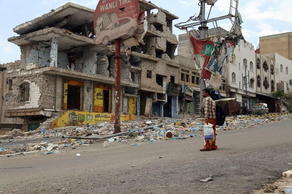 Heavily damaged buildings in Taez (AFP Photo/Ahmad al-Basha)