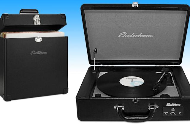Engadget giveaway: win an Electrohome Archer turntable and record case!