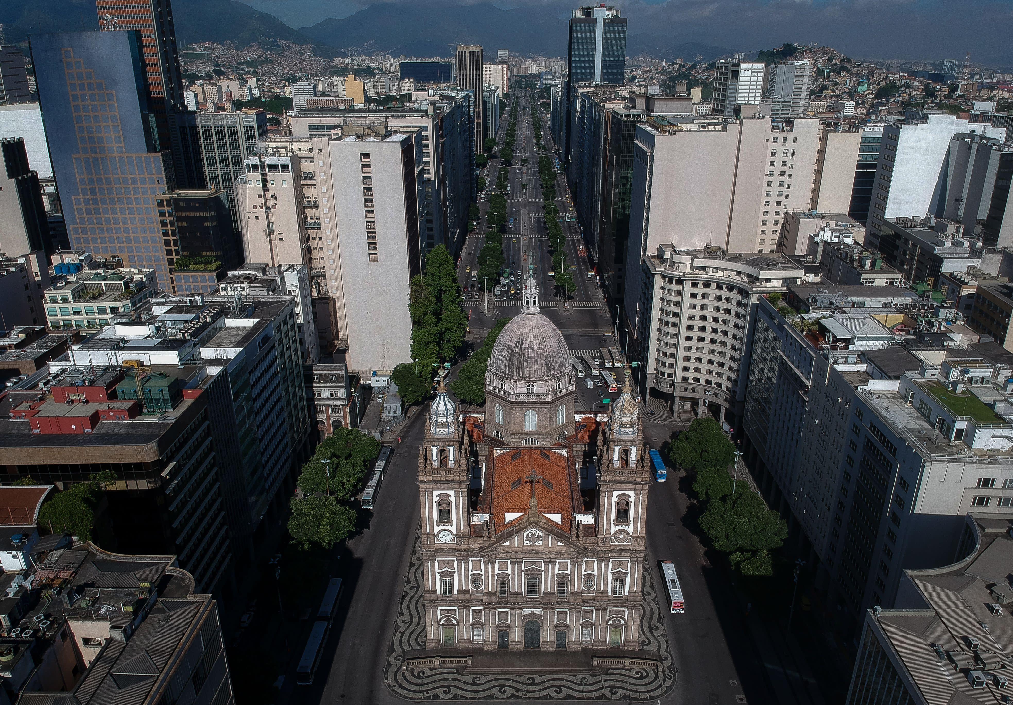 Justiça proíbe que governo adote medidas contra isolamento social