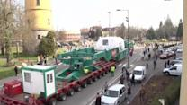 Soccer field-sized convoy travels through Eastern Europe