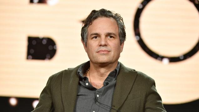 Mark Ruffalo is Ryan Reynolds' dad (in a Netflix movie ...
