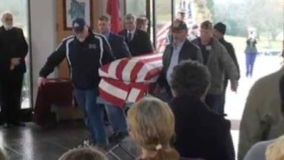 Crowd honors military veteran who had no family