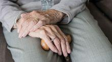 Nel nuovo decreto si parla degli accessi nelle residenze per anziani