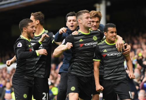 Chelsea celebrate Pedro's fine goal at Everton