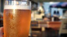 Segundo estudo, pessoas que tomam café e cerveja possuem mais chance de viver até os 90 anos