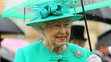 Royaler Regenschutz: So farbenfroh stimmt die Queen ihre Schirme auf ihre Outfits ab