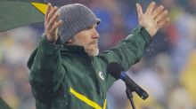 Brett Favre says Nick Foles should start for the Bears