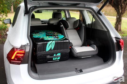 五人座模式行李空間一舉增至700L,可輕鬆置入29吋旅行箱、兒童安全座椅,且仍有不少餘裕,表現可圈可點。