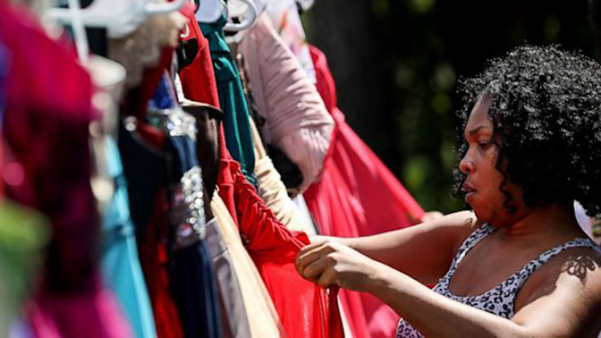 Teen collects 2,000 homecoming gowns after Harvey
